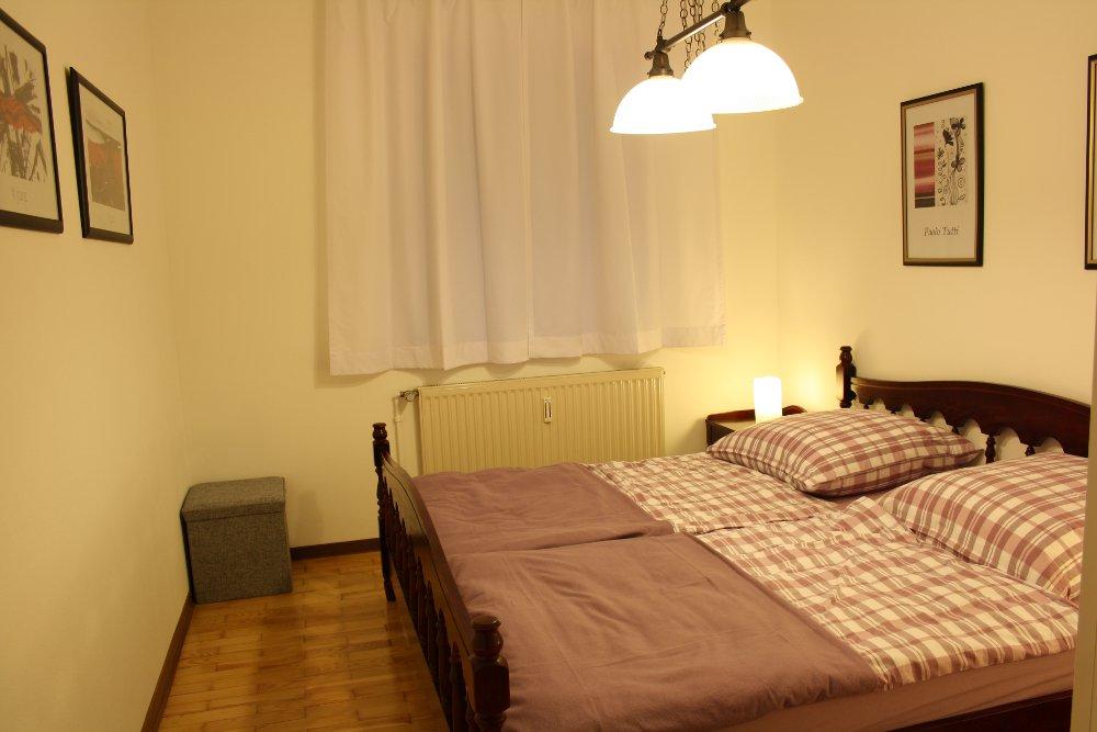 schlafzimmer ferienwohnung altes zollhaus weiskirchen. Black Bedroom Furniture Sets. Home Design Ideas